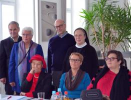 Gruppeblild mit Herta Däubler-Gmelin, Vertretern der SPD und des Hospizvereins