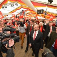 Martin Schulz und Floriona Pronold im Bierzelt Vilshofen