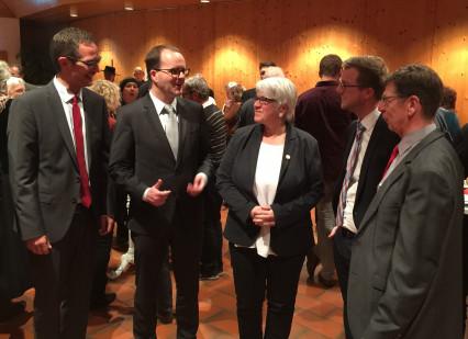 Die SPD-Politiker Lotte, Rinderspacher, Hey und Martin im Gespräch mit Frau Königbauer von der Freiwilligenagentur der Caritas